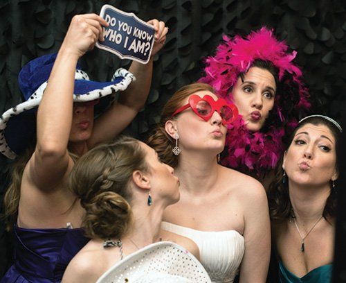 Y-it Entertainment Wedding Mobile DJ Service , Photo Booth, and Lighting