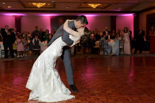 Wedding first dance and dip at Dulles Hilton www.yitentertainment.com