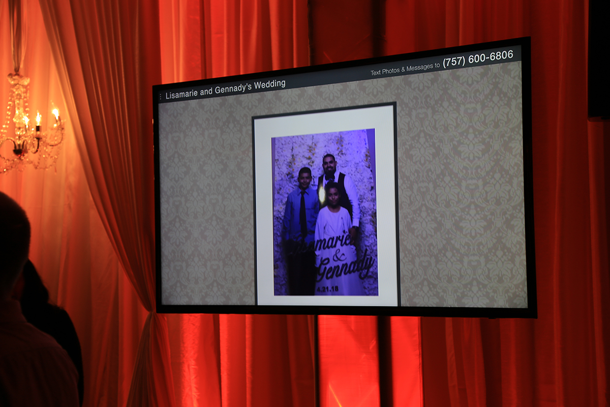 Y-it Entertainment using Tacboard on Video Displays at a wedding 2018