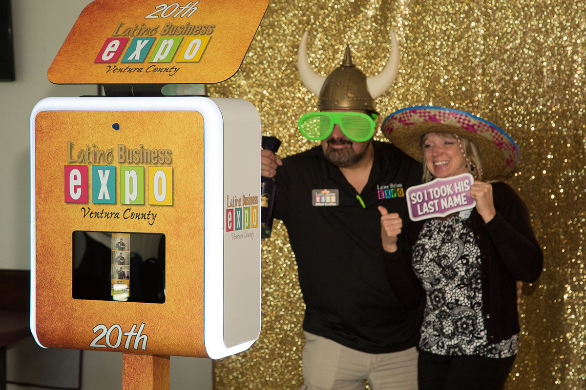 Photo Booth in Ventura county branded 2018 www.Yitentertainment.com