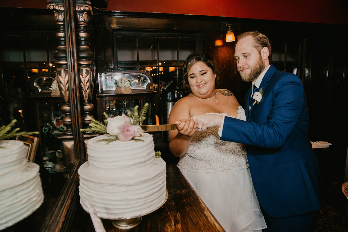Vanessa and Chris's Wedding at Glen Tavern inn 2018 cake cutting
